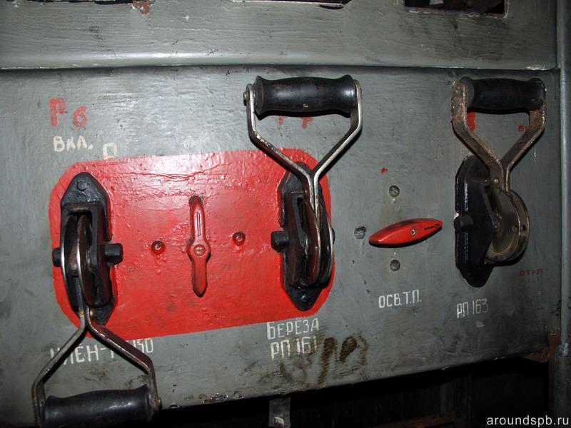 Рубильники включения отходящих линий Мертутской подстанции