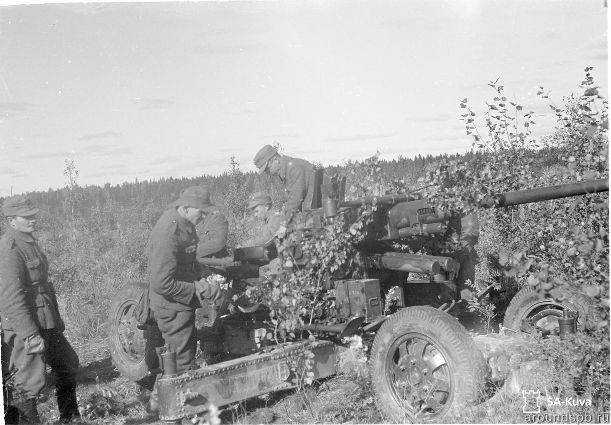 Зенитная 40мм пушка Бофорс на позиции открытия огня по ДОТу №07