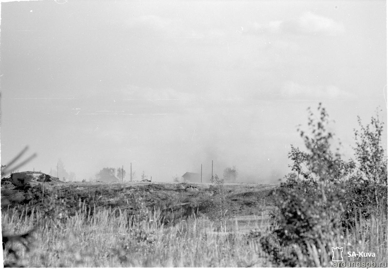 Вид на ДОТ №07 и развалины деревни Охта